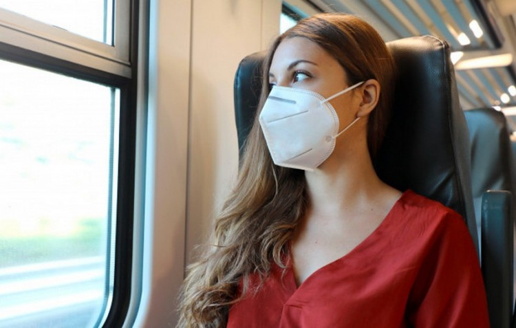 Figyelem! A buszokon és vonatokon továbbra is kötelező a maszk viselése