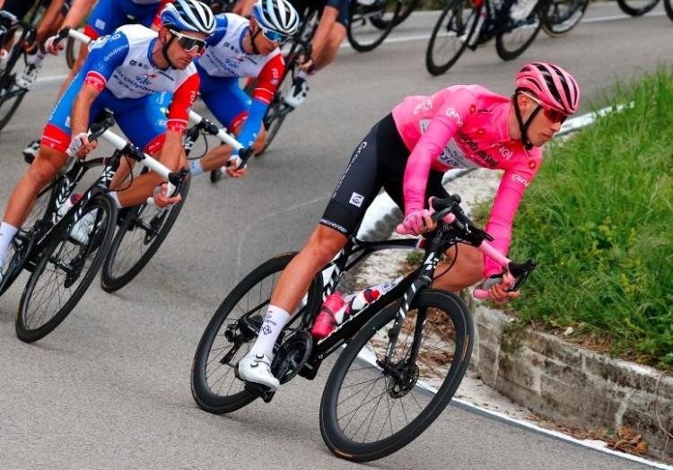 Valter Attila elvesztette a rózsaszín trikót, de továbbra is ott van az élbolyban