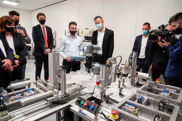 Okosgyár: csúcstechnológiát állít elő a Vitesco Debrecenben