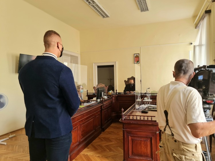Fegyveres rablás Debrecenben: csak a csalást ismerte be a felbujtó