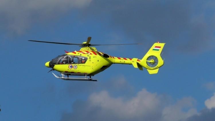 Mentőhelikopter érkezett a Mezőpeterd közeli balesethez