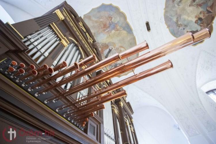 Orgonaszentelés a debreceni Szent Anna-székesegyházban