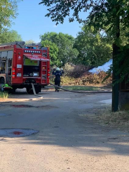 Kétszáz méteren csaptak fel a lángok Debrecenben