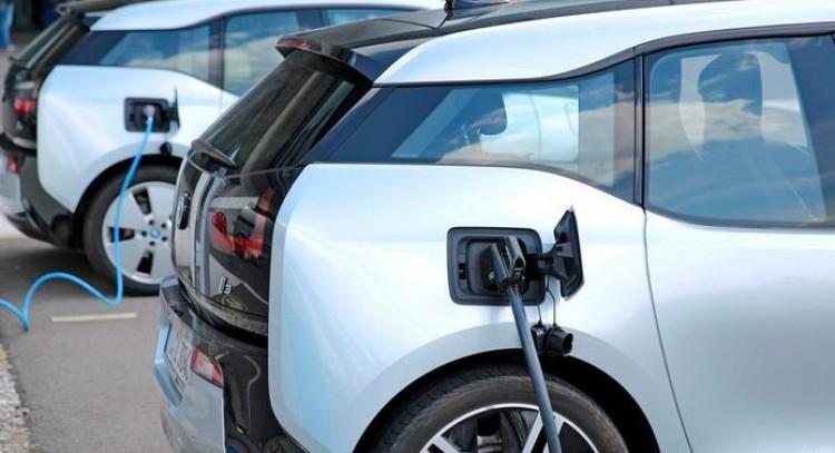 Az állam megint segít anyagailag az új elektromos autók vásárlásakor