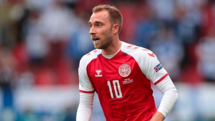 A foci EB drámája: a halálból visszatért Eriksenért imádkozik a futballvilág