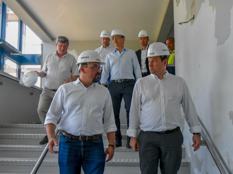 Így haladnak a Főnix megújításával Debrecenben
