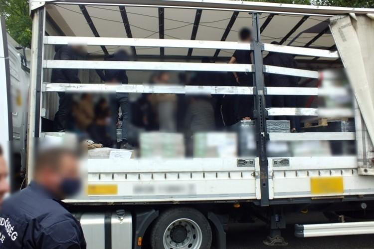 Román kamionban Srí-Lanka-iak rejtőztek