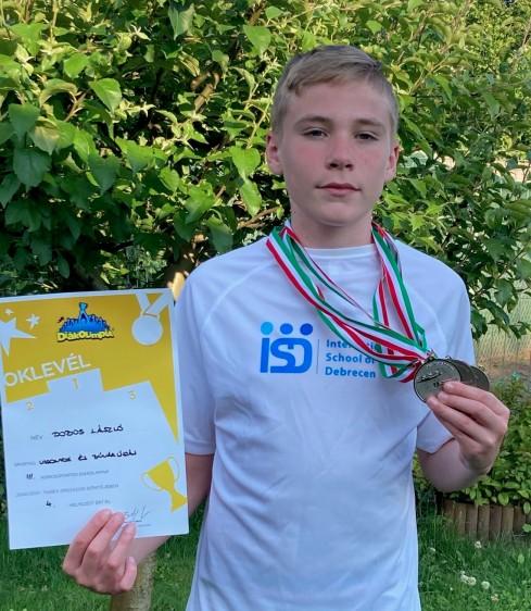 A Debreceni Nemzetközi Iskola diákjára az egész közösség büszke