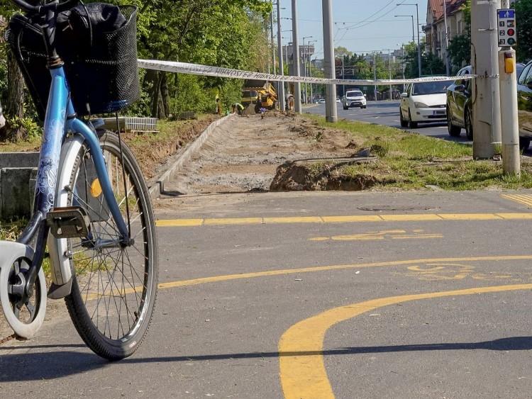 Már építik a Debrecen keleti felét átszelő kerékpárutat