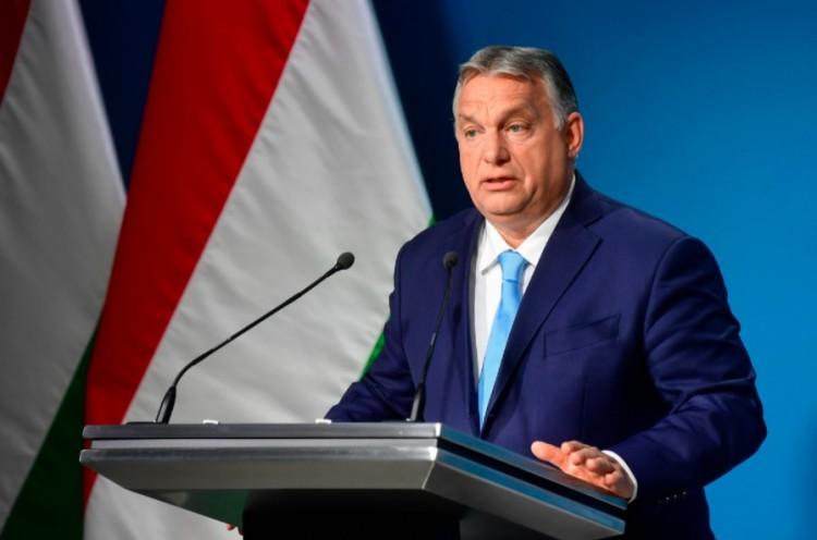 Magyarországon kultúraidegen a térdelés a futballpályákon - így Orbán Viktor