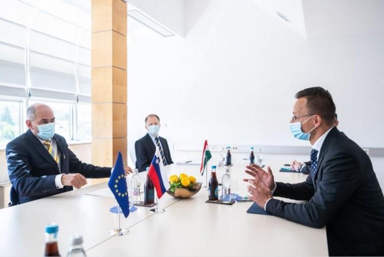 Háromszázezer adag vakcinát adott kölcsön Magyarország Szlovéniának
