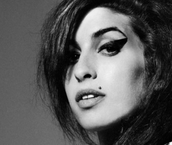 24 millió eladott lemez, 6 Grammy: 10 éve halt meg Amy Winehouse