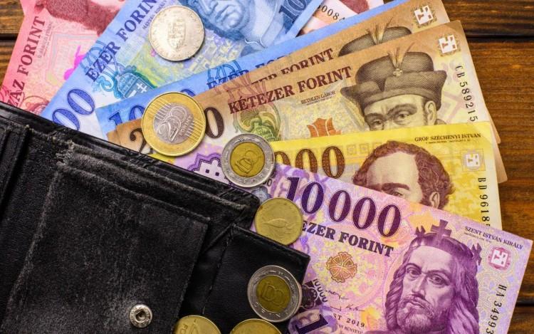 Pénztárcát lopott egy 16 éves fiú az egyik debreceni dohányboltból