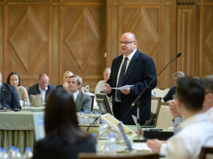 A Debreceni Egyetemnek nem érdeke, hogy politizáljon, mondta a kuratóriumi elnök