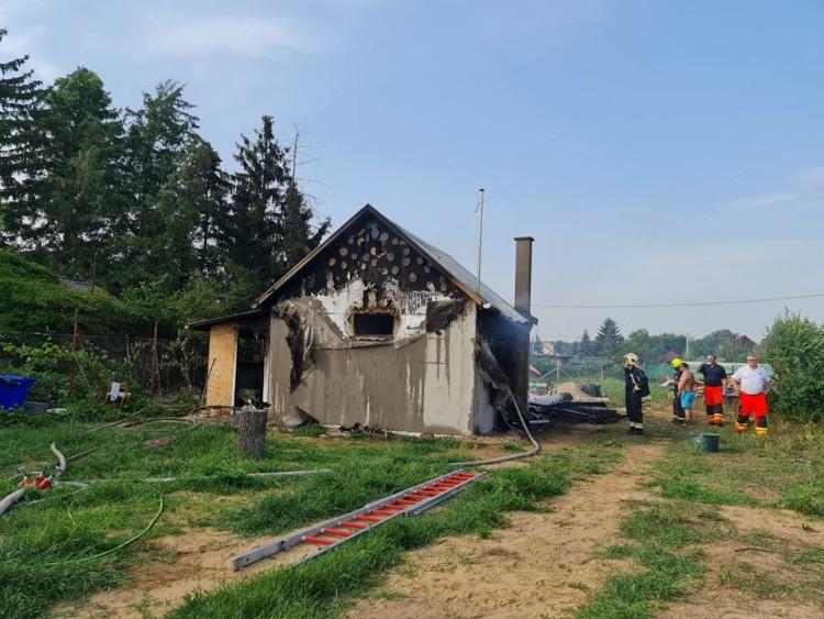 Hatalmas lángok csaptak fel egy debreceni családi házban + FRISSÍTVE!