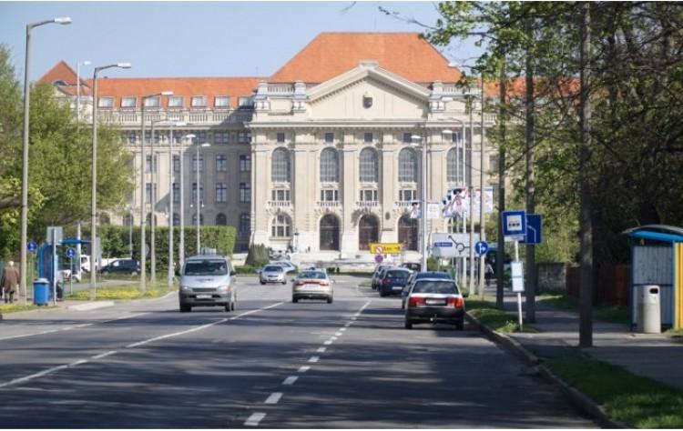Pénzeső hull a Debreceni Egyetemre