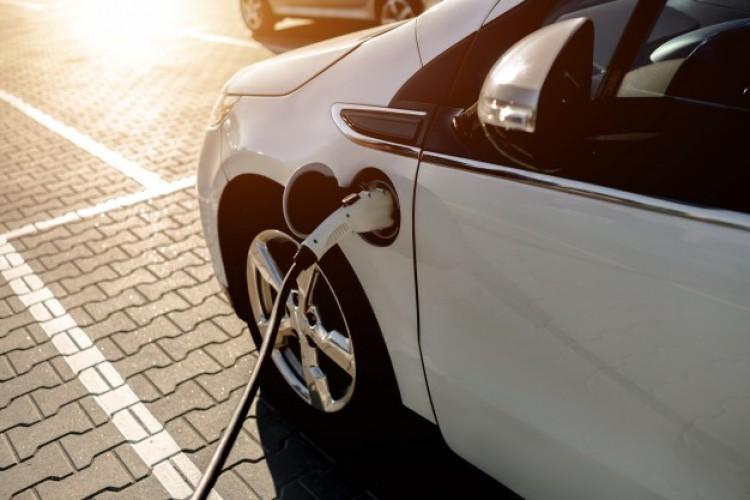 Egyéni vállalkozók is kaphatnak támogatást elektromos járművek vásárlására