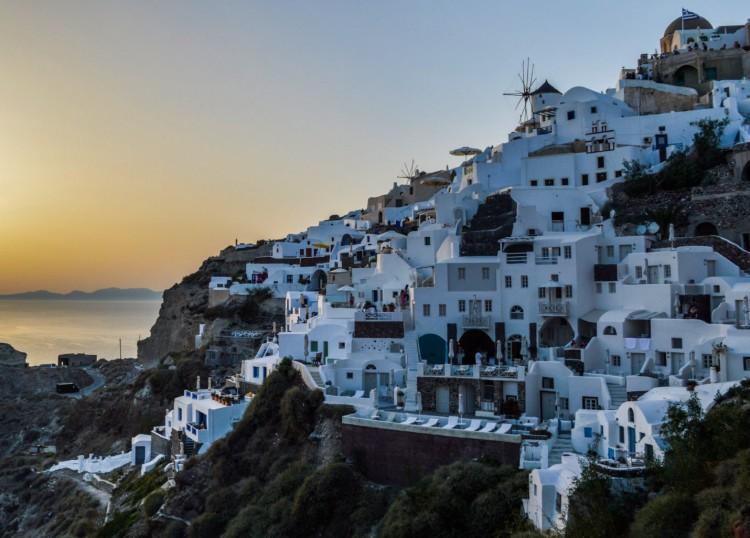 Szigorít Görögország, nő a fertőzöttek száma