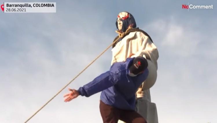 Bogotában ledöntötték a Kolumbusz szobrát