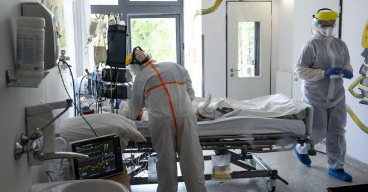 Járvány: 55 új fertőzött és 5 elhunyt