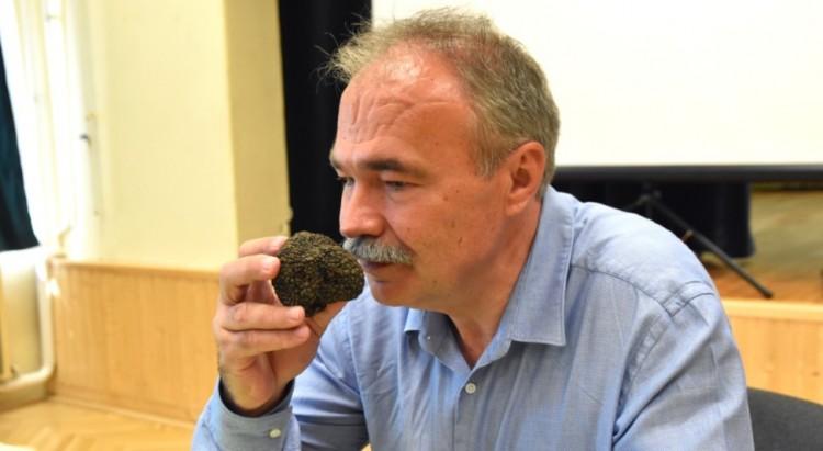 A trágyaszag és a kukorékolás a vidékiélet szerves részei - a miniszter megdöbbent