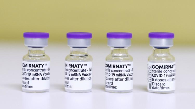Újabb 260 ezer adag Pfizer-vakcina érkezett