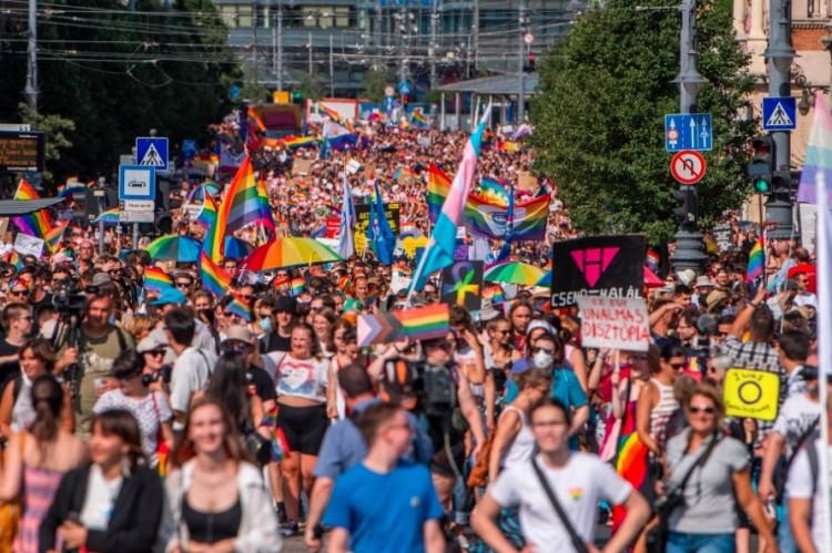 """Üdvözli a kormány, hogy szavazhatunk az """"agresszív LMBTQ-propagandáról"""""""
