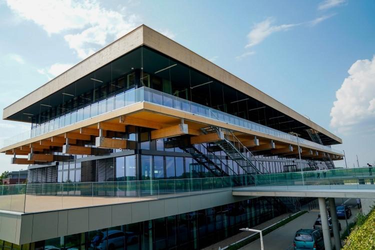 Megmutatták a Debreceni Egyetem épülő büszkeségét az államtitkárnak