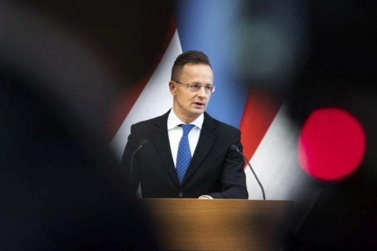 Újabb kormányzati lépéseket jelentett be Szijjártó Péter