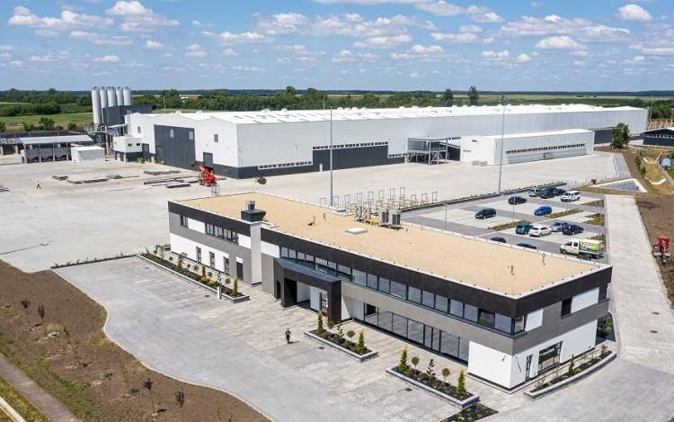 Üzembe helyezték Magyarország legnagyobb építőelem-előregyártó csarnokát Biharkeresztesen