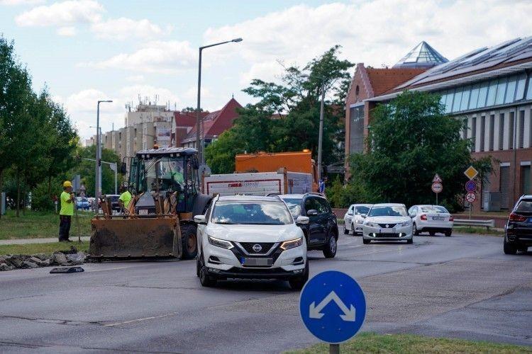 Elkezdődött Debrecen borzalmas kereszteződésének átépítése + FOTÓKKAL FRISSÍTVE