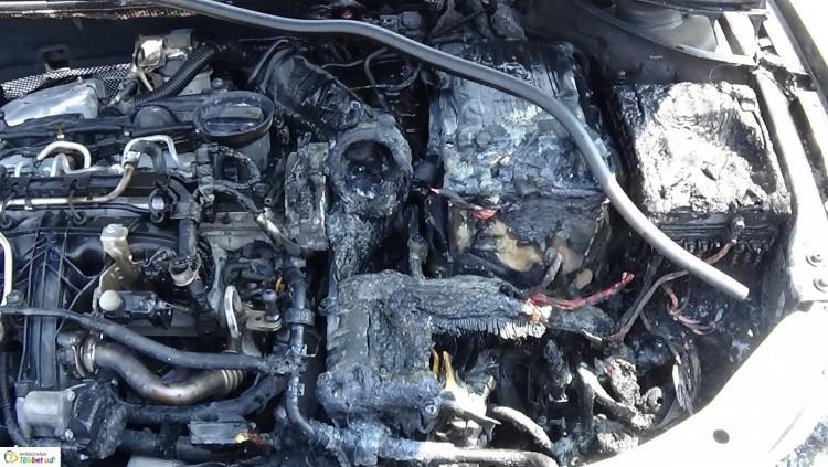 Lángolt egy autó Debrecenben