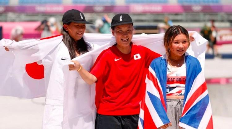 """Amikor egy 19 éves olimpiai bajnok """"öregasszony"""" a másik két dobogóshoz képest"""