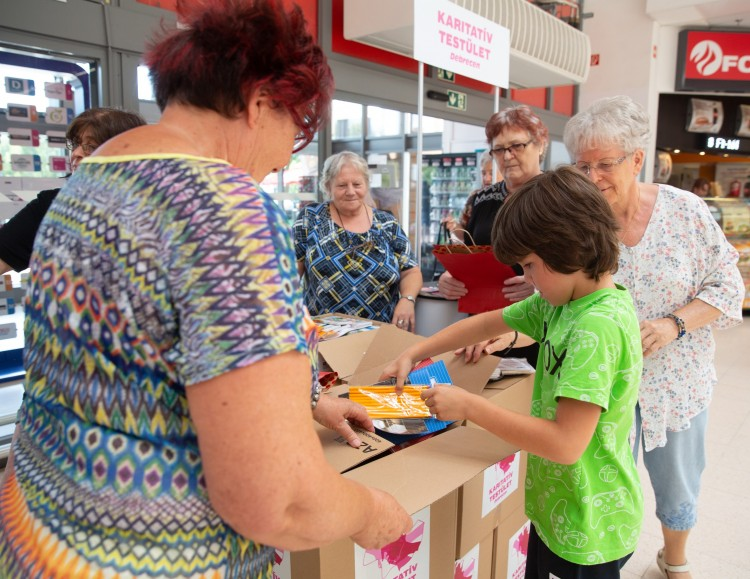 Segítik a rászorulók iskolakezdését Debrecenben