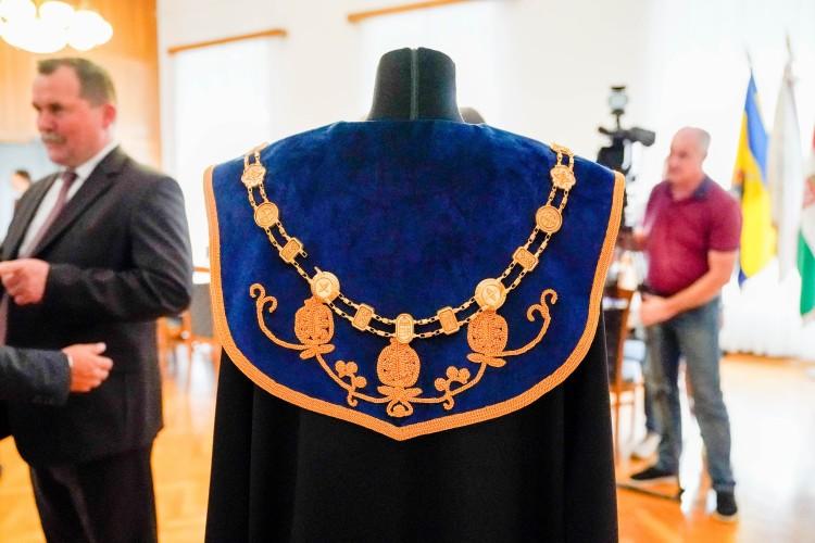 Elkészült a debreceni városvezetők és a képviselők ünnepi öltözéke + FOTÓGALÉRIA!