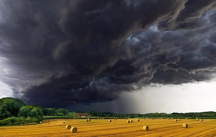 Pakoljon be a kertből! Csúnya vihar érkezhet