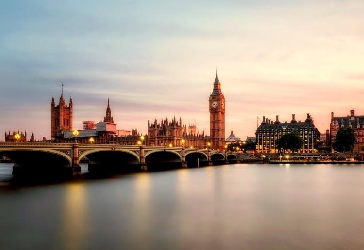 Enyhülnek a beutazók tesztelési kötelezettségei Nagy-Britanniában?