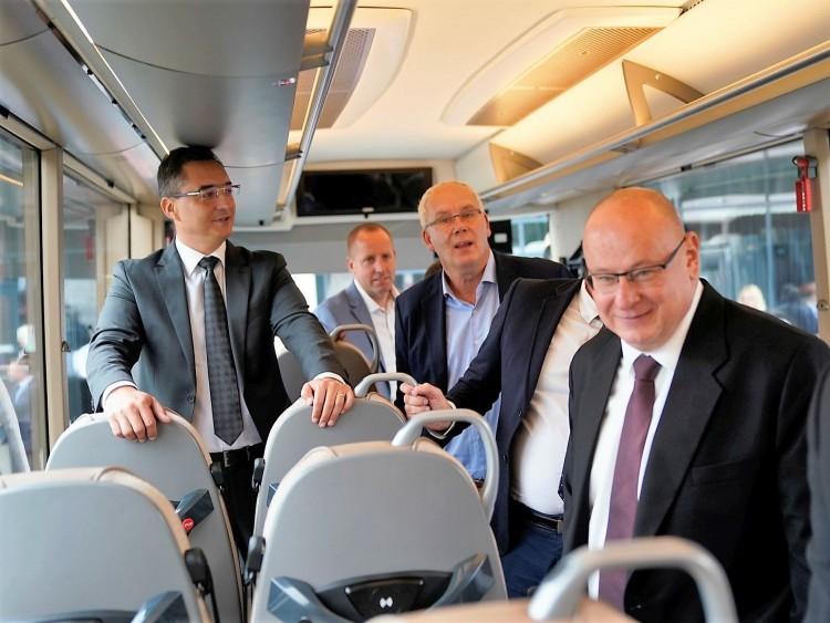 High tech távolsági autóbusz Debrecenből, amelyik még a sofőrt is masszírozza