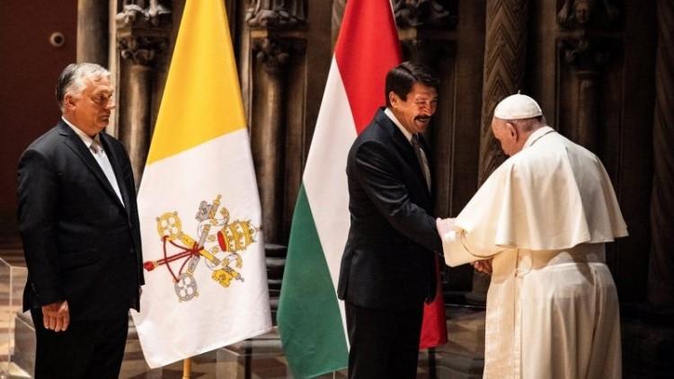 Áder János elmondta, hogy miről beszéltek a pápával