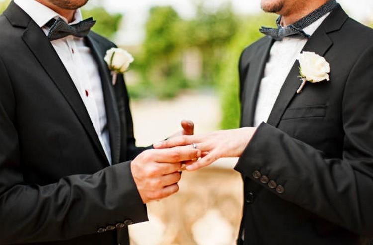 Európai Parlament: el kell ismerni az azonos neműek házasságát