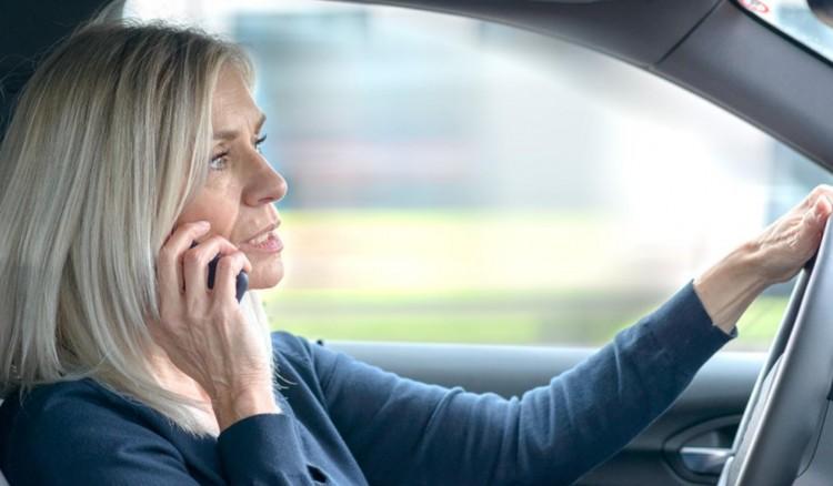Vezetés közben telefonál? Nem sokáig!