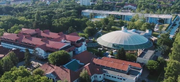 Az Aquaticum Debrecen weboldalának fejlesztőjét keresik