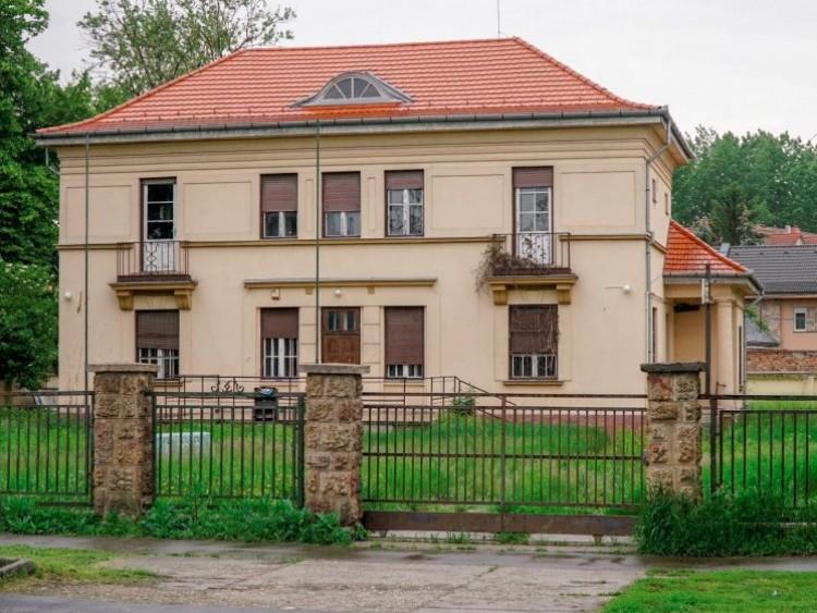Tizenöt éve akarta Kósa Lajos a saját testével megvédeni az MSZP-székházat