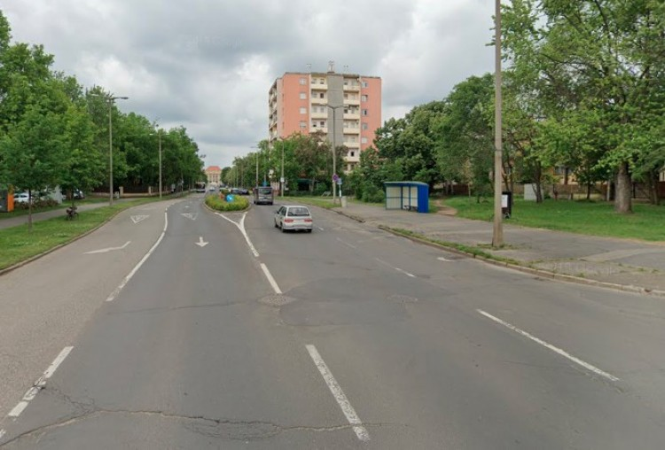 A Nagy Lajos király téren egy hónapig ne keressék az egyik buszmegállót!