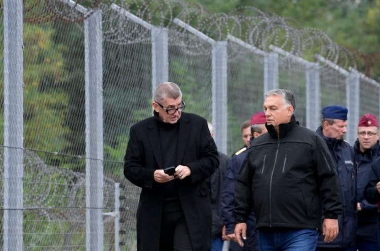 Orbán Viktor elvitte Andrej Babist a határra, hogy megmutassa a küzdelmet