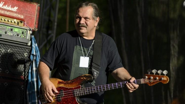 Elhunyt a Hobo Blues Band basszusgitárosa