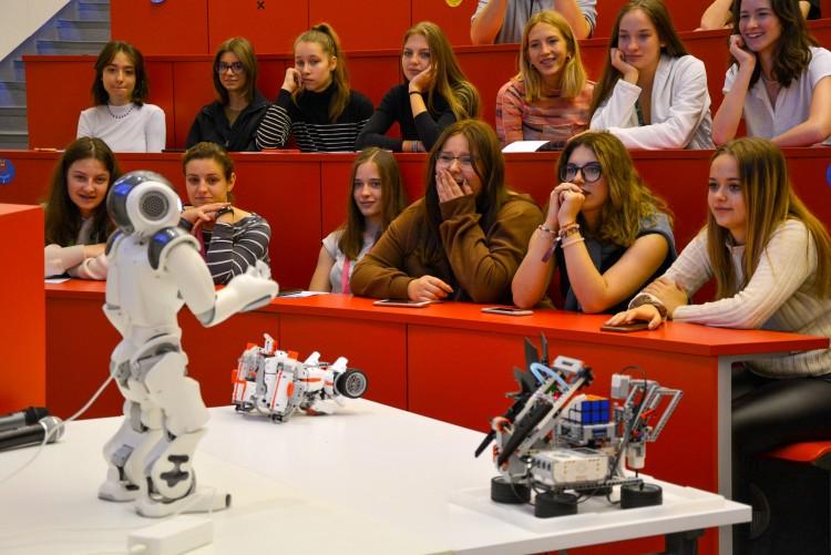 Lányokat terelnének Debrecenben a mérnöki pálya felé