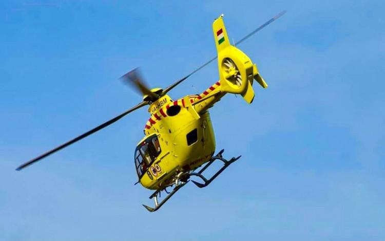 Baleset Berettyóújfalunál, mentőhelikopter szállt le