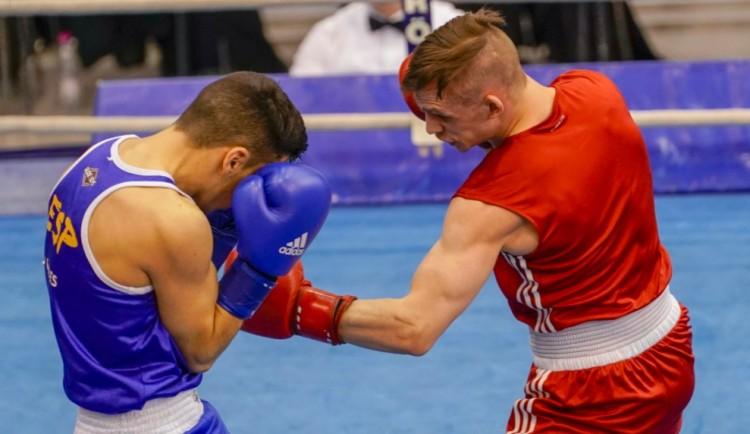 Már az amatőr is profi: 100 ezer dollárt kap minden bokszvilágbajnok