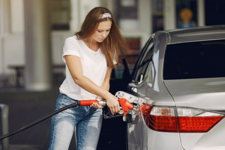 Ötszáz forint felett az üzemanyag